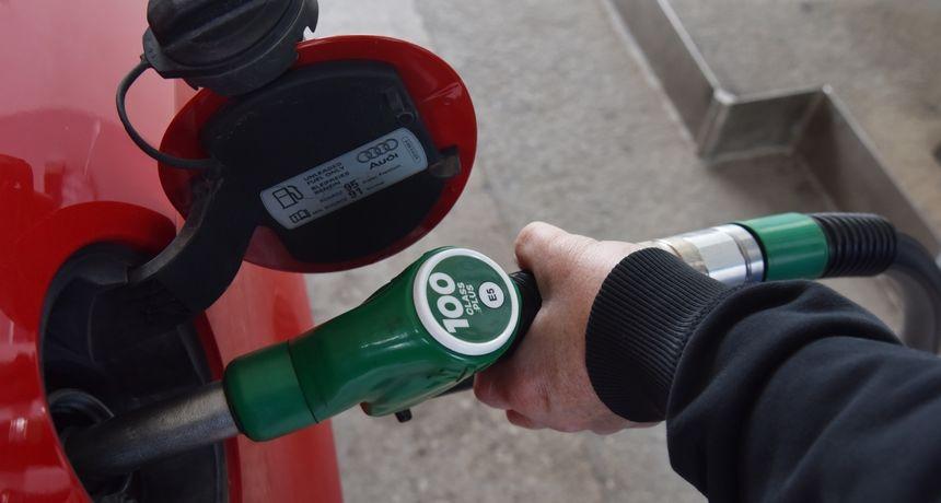 Benzin je najskuplji u posljednjih sedam godina: Evo kako ga uštedjeti u vožnji automobilom