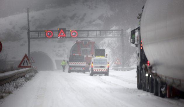 Snijeg zabijelio autocestu A1