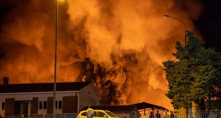 Pula se probudila obavijena gustim dimom: Planulo odlagalište otpada, gradom se širi smrad paljevine