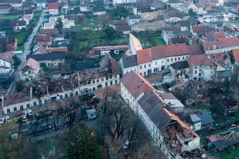 Fotografije iz zraka na posljedice jučerašnjeg potresa u Petrinji