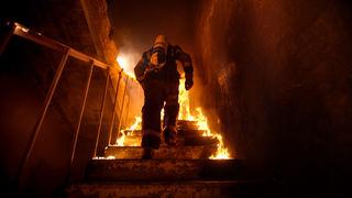 požar, vatrogasac