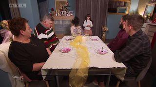 Sanela ima preslatko iznenađenje za svoje goste: njezina kćerkica zapjevala hit 'Uzbuna'! (thumbnail)