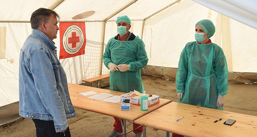 VIDEO, FOTO: Zbog epidemije karlovačka bolnica potpuno reorganizirana - pogledajte kako izgleda postupak trijaže i ulaska