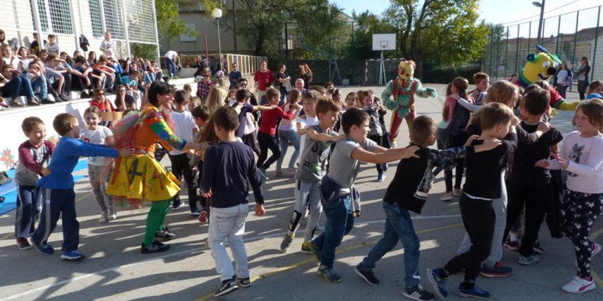Mališani u Starigradu pogledali predstavu