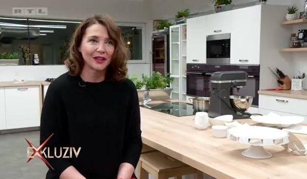 Glumica+Sanja+Vejnović+uskoro+objavljuje+kuharicu+sa+125+recepata+na+kojima+je+naporno+radila:+Provjerili+smo+kako+radi+slastice+(thumbnail)