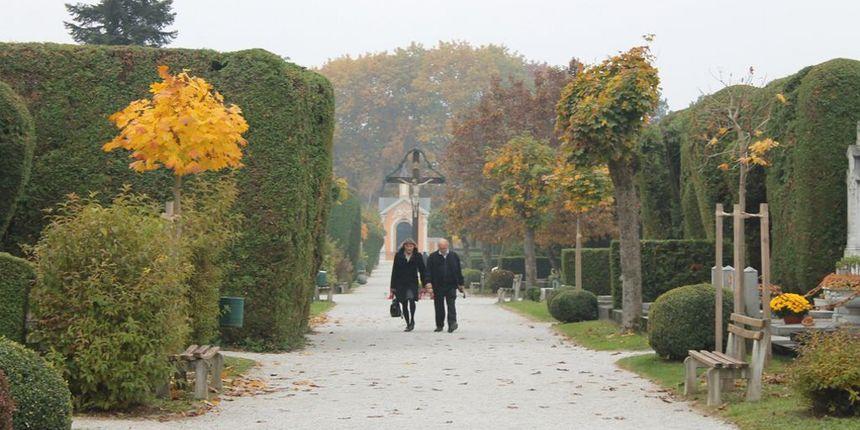 Kod Varaždinskog groblja provaljeno u šest kioska za prodaju svijeća. Policija traži počinitelja