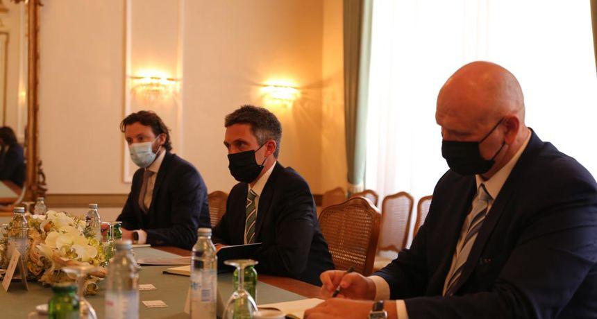 Predstavnik američkog Veleposlanstva boravio u Osijeku i predao vrijednu donaciju KBC-u