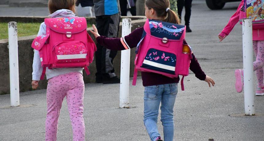 Prvi dan škole roditelje stoji barem 1000 kuna, majka prvašića: 'Sinu je važniji Minecraft, a ne je li torba anatomska'
