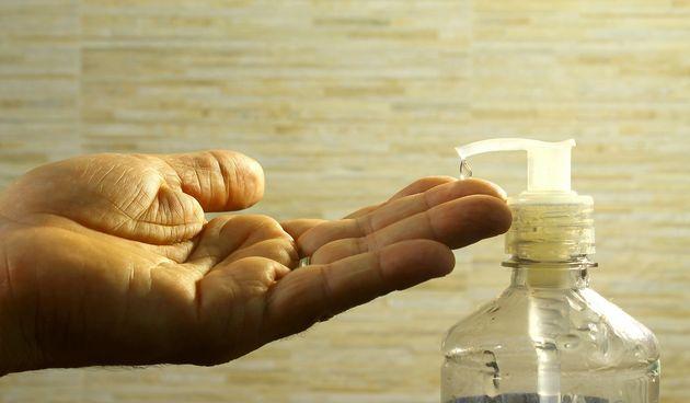 11. Antibakterijsko sredstvo za ruke - uklonit će bakterije s kože i time smanjiti neugodan miris znoja