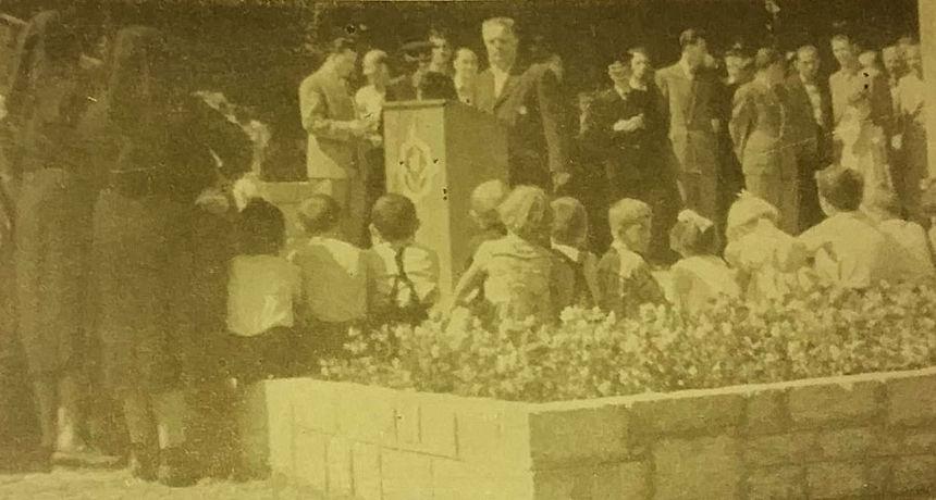 Dugoreški vremeplov: Obilježavanje Dana oslobođenja Duge Rese kod spomenika u parku - pogledajte kako je bilo na otvorenju 1956. godine