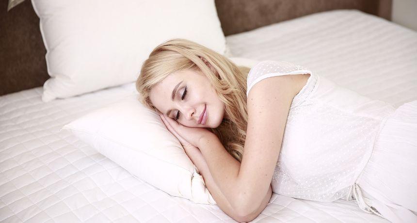 Dvanaest trikova koji mogu spriječiti noćnu žgaravicu ili je barem ublažiti
