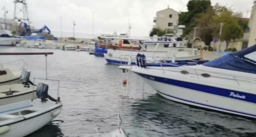 """""""Za podvodni ribolov"""": Slika broda nasmijala čitavu Dalmaciju"""