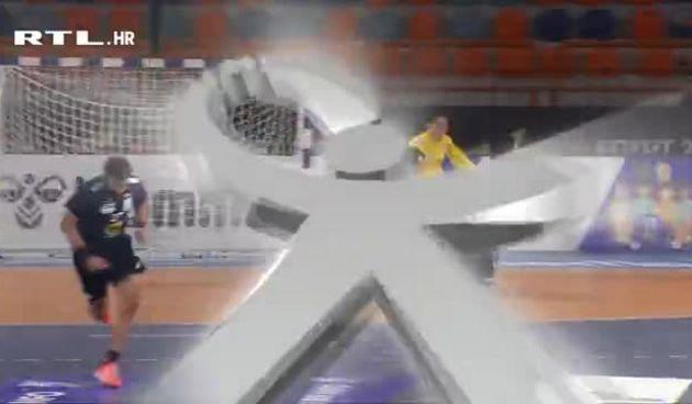Gol Japanaca Červara bacio na koljena (thumbnail)