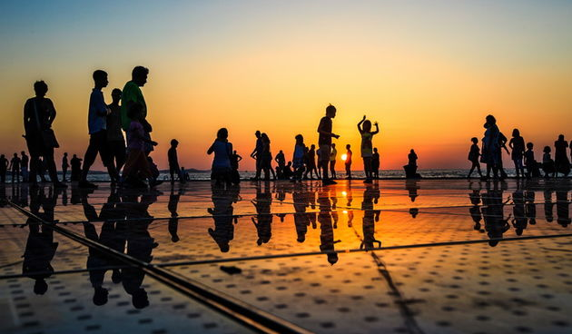 turisti turizam pozdrav suncu