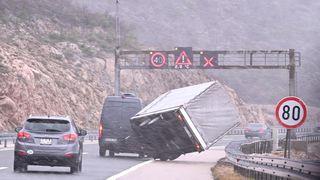 Na autocesti A1 otežan promet zbog snijega i olujne bure
