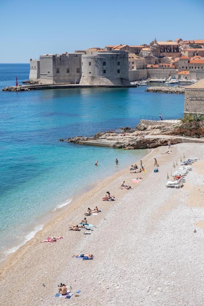 Sunce je izmamilo i Dubrovčane na plažu: Pravi ljeti dan u Dubrovniku