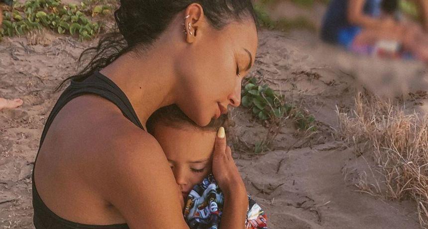 Godinu dana nakon njene smrti, suprug joj je posvetio dirljivu objavu o njihovom sinu