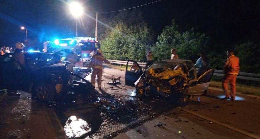 U strašnoj prometnoj nesreći kod kanala Kupa - Kupa ozlijeđena tri mladića, dvojica vozača zadobila ozljede opasne po život