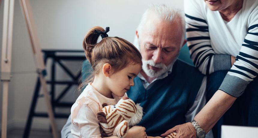 Mirovine su im male, a država ne pomaže: Bake i djedovi traže da ih se oslobodi uzdržavanja unuka