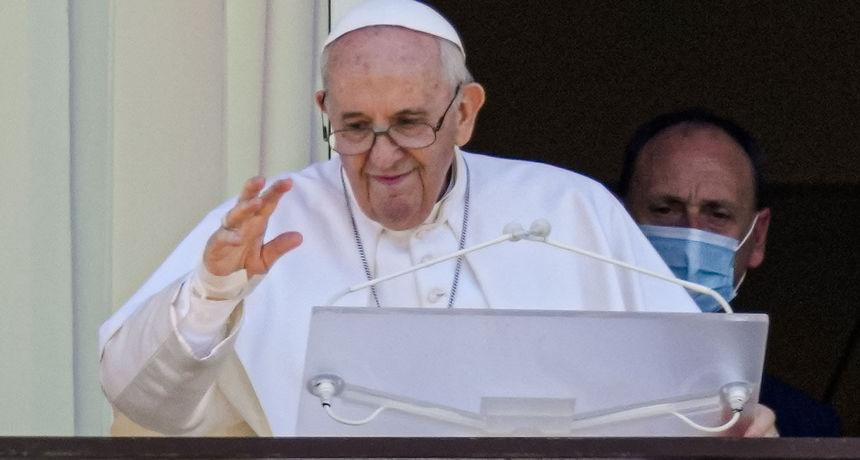 Ovako se papa Franjo našalio na susretu u Slovačkoj: 'Neki su me željeli vidjeti mrtvog. Još sam živ'