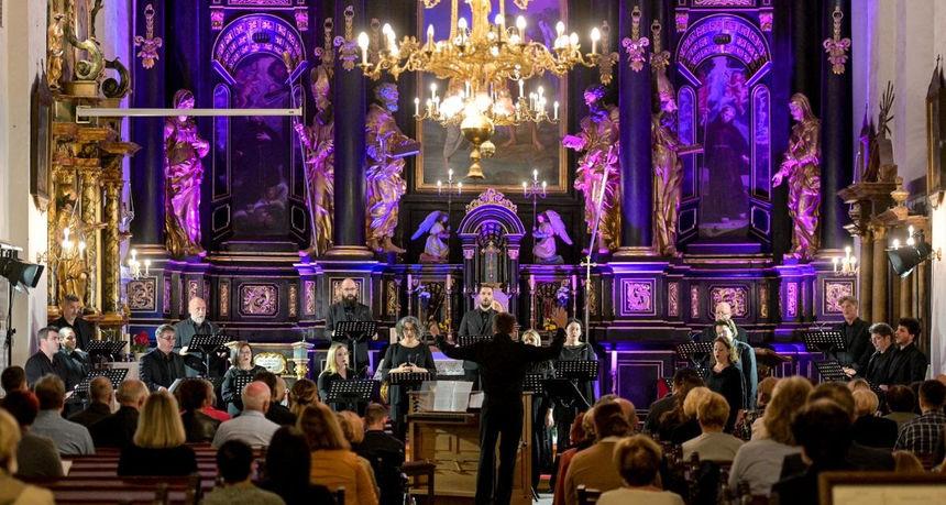 Drugi festivalski dan: Prvi koncert uz kavu, Zbor HRT-a u Franjevačkoj crkvi i izložba u Kerameikonu