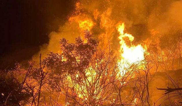 Požar u Župi Dubrovačkoj sinoć izbio požar: Buknuo je zbog nestručnog navijačkog rukovanja bakljama?