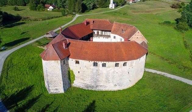 Stari grad Ribnik u subotu će oživjeti starim sjajem - cjelodnevna manifestacija Via Ribnik otkrit će skrivene tajne ovog lokaliteta