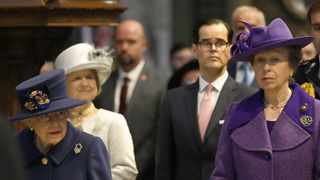 Kraljica Elizabeta prvi put sa štapom