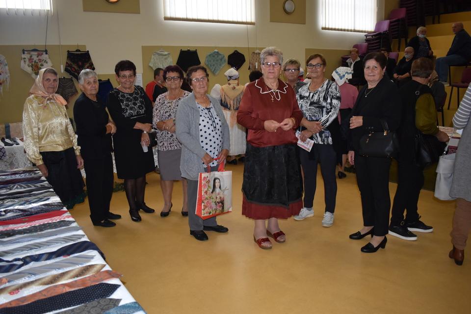 Izložba marama i kravata u Domašincu