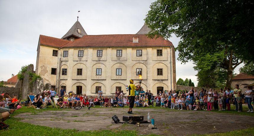 Od 10. do 12. rujna 16. Ogulinski festival bajke uz igraonice, radionice, pričaonice, ples, predstave, film, sport, svirke...