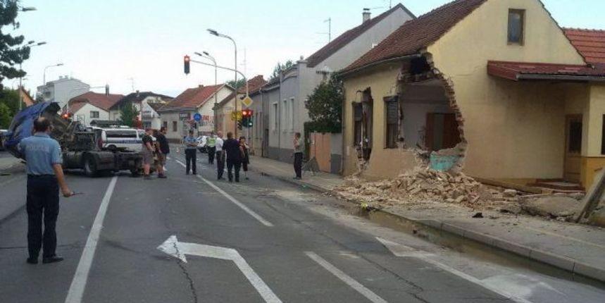 FOTO Šleper završio u kući - poznati detalji nesreće