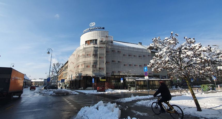 Reagiranje iz gradske uprave na tiskovnu Nove ljevice: Croatia osiguranje namjerava obnoviti fasadu svoje zgrade, zakup javne površine imaju do 18. veljače
