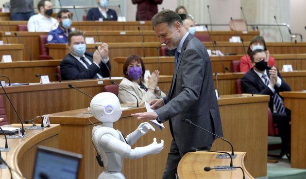Robot je bio dio konferencije u Saboru