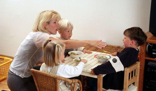 Roditelji vjeruju da njihova djeca neće imati nikakve posljedice i da je to za njihovo dobro. Stručnjaci i istraživanja pokazuju da je fizičko kažnjavanje jako štetno, ali i da ne funkcionira kako roditelji misle.