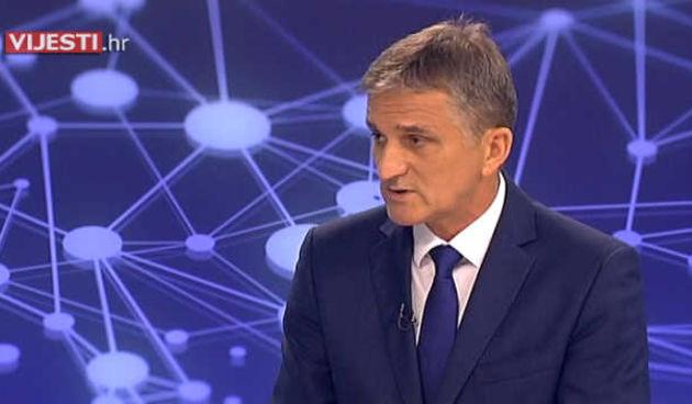 Svi znamo da muhe idu na slatko: ministar Goran Marić nije se dao smesti kada ga je tijekom intervjua 'napala' muha (thumbnail)