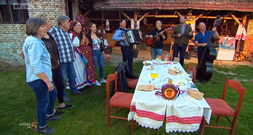 Šokačka večera kod Agice polučila uspjeh i domaćica zasjela na prvo mjesto