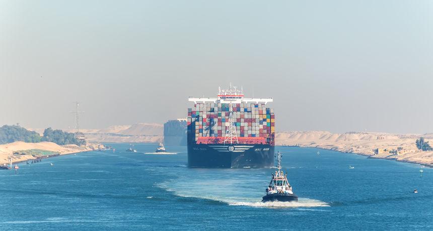 Ogromni kontejnerski brod nakratko blokirao Sueski kanal. Problem je riješen, a promet nastavljen