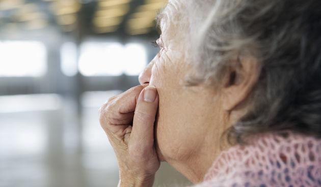 Zabrinuta starica
