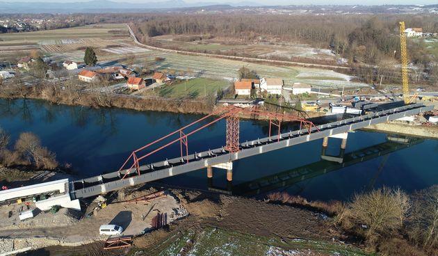 Napreduje gradnja mosta u Gornjem Pokupju - završeno postavljanje čelične konstrukcije mosta, uskoro slijedi izrada betonske ploče
