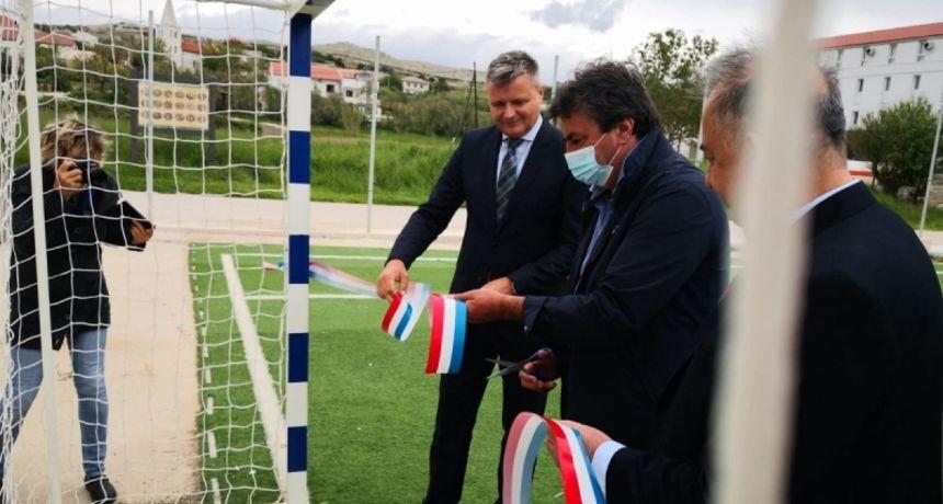 Svečano otvoren sportski malonogometni teren u Vlašićima
