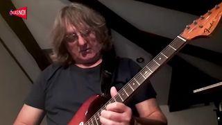 GLASNO! United Guitar Brothers of Quarantine feat Jan Pele Ivelić i Ante Martinović - Corona Bossa (thumbnail)
