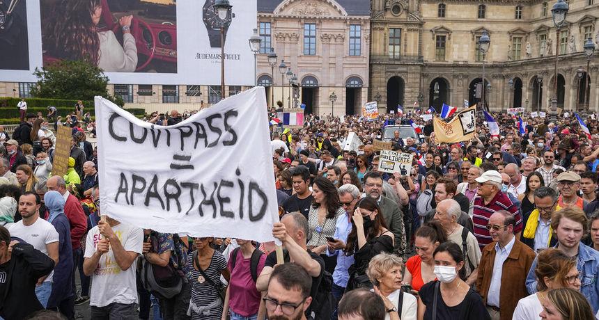 U Francuskoj dvjesto tisuća ljudi na ulicama protiv epidemioloških mjera