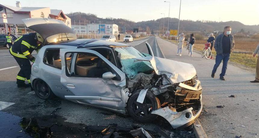 FOTO Prometna nesreća u Novom Marofu, jedna osoba je ozlijeđena