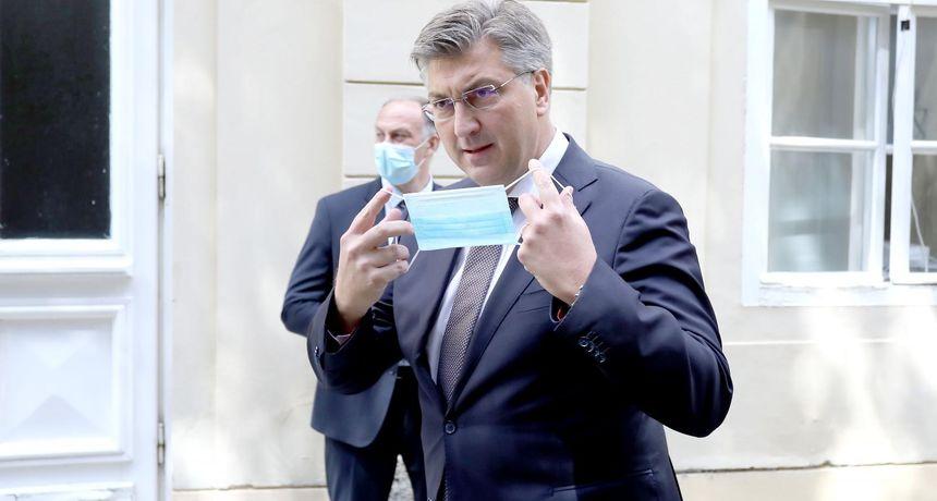 Premijer Plenković odgovorio na pitanje zašto ne daje izjave medijima. HDZ-ovci položili cvijeće na Tuđmanov grob