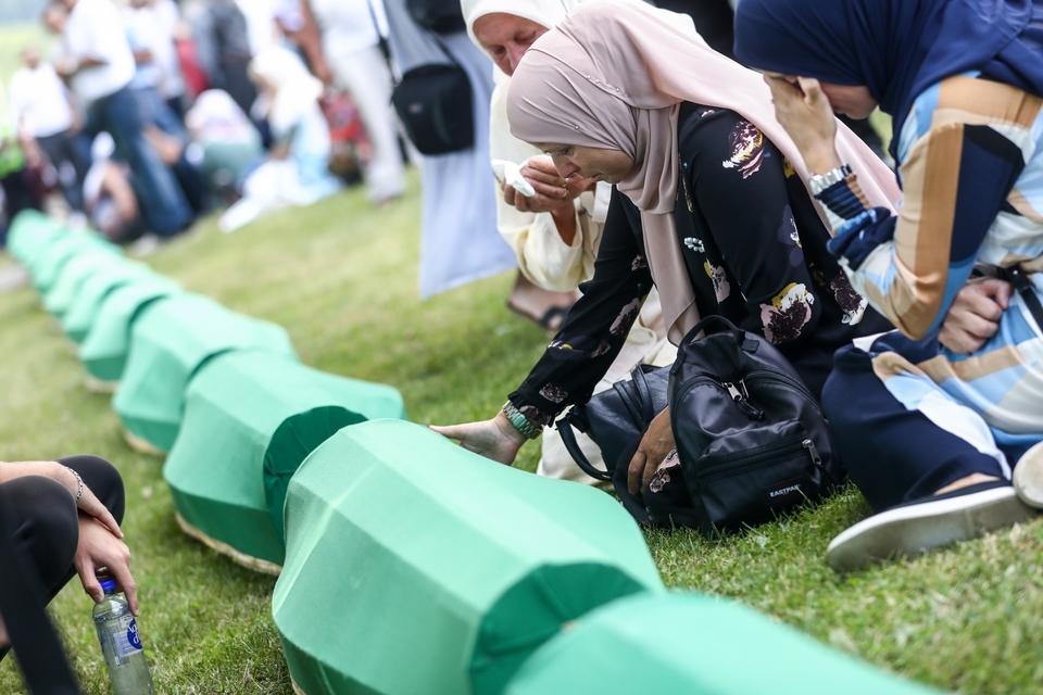 Srebrenica plače: Na komemoraciji pokop 19 žrtava - najmlađi, Fikret i Azmir imali su 16 i 17 godina, a Zilha 24