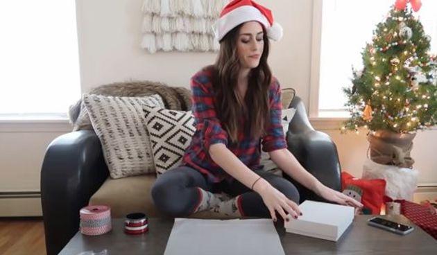 Za sve koji još uvijek muku muče sa zamatanjem poklona, ova YouTuberica će vam sve olakšati!