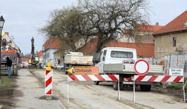 U tijeku radovi na rekonstrukciji Tvrđe, od danas zabranjen promet za automobile