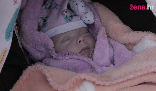 Palčica+Klara+rođena+je+u+28.+tjednu+trudnoće,+a+danas+je+zdrava+beba+(thumbnail)