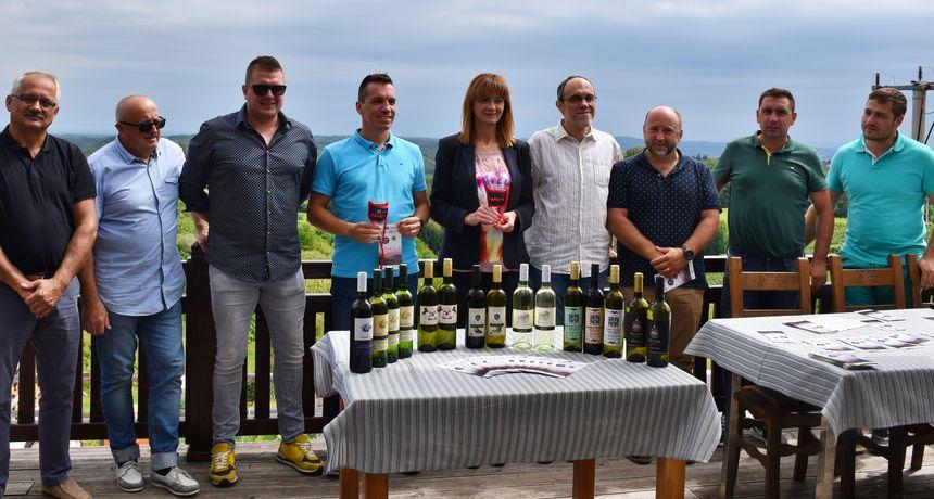 Vrhovac u znaku Wine&Walk Weekenda - laganom šetnjom kroz vinogradski kraj sudionici će začiniti posjetom šest vinarija