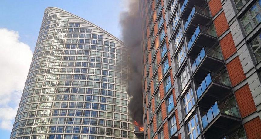VIDEO Stotinjak vatrogasaca bori se s vatrom u neboderu od 19 katova. Je li opet krivac zapaljiva obloga?